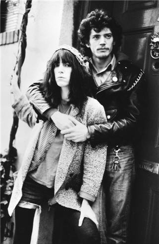patti-smith-robert-mapplethorpe-nyc-1977-kate-simon.jpg