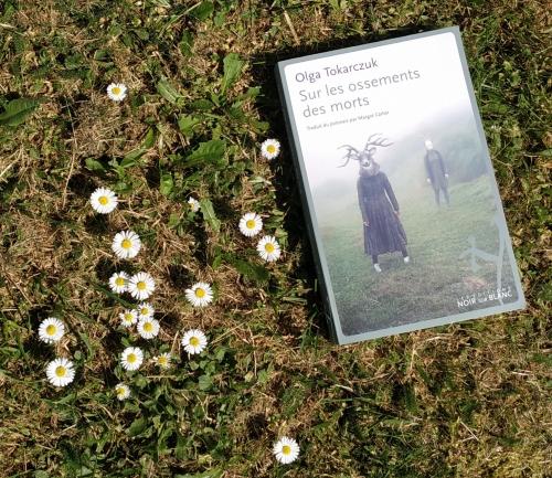 sur les ossements des morts,olga tokarczuk,mort,meurtre,village,solitude,astrologie,protection,animaux,environnement,astres,enquête,prix nobel de littérature